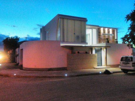 Hermosa Casa De Lujo Minimalista