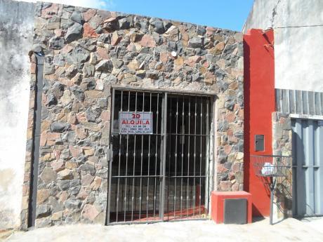 Alquilamos Local Comercial Sobre 12 De Octubre Entre Pirizal Y Asunción