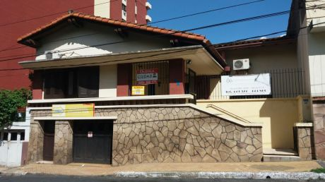 Casa Amplia Zona Plaza Italia Para Vivienda U Oficina