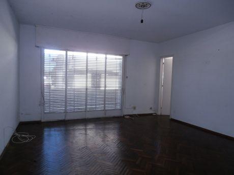 Ref 1830, Buen Apartamento 2 Dormitorios En Brazo Oriental