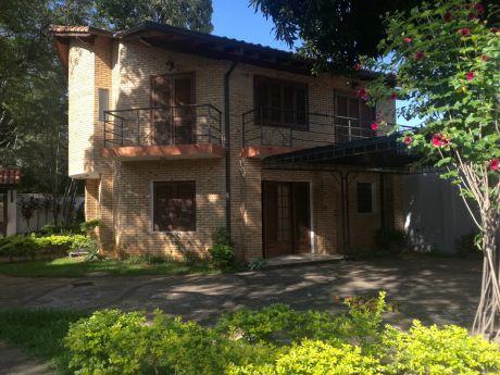 Alquilo Casa De Tres Dormitorios En Condominio Barrio Recoleta