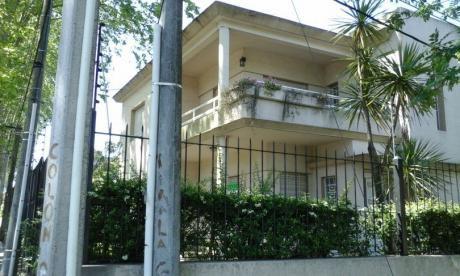 Residencia De Dos Plantas, Próxima A Garzón