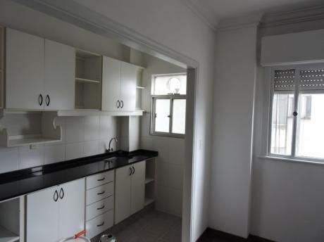 Oportunidad - 1 Dormitorio - 50 M2 - Cocina Grande - Recién Pintado - Bajos Gc