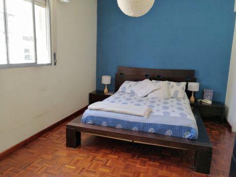 Venta, Apartamento En Pocitos, Cálido Y Luminoso, Reciclado.