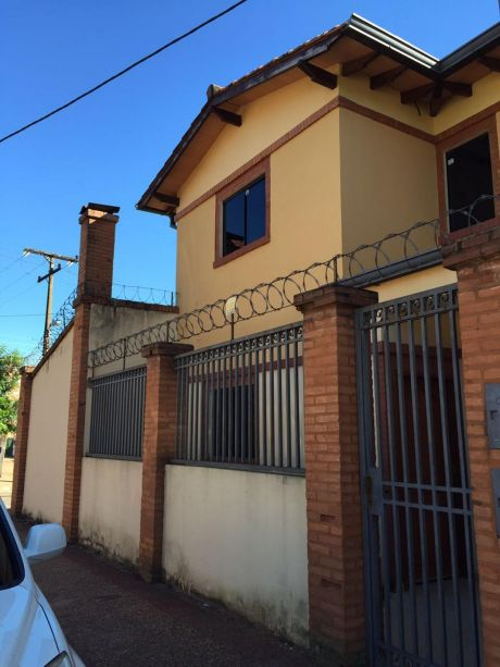 Duplex En Buen Estado En Fernando De La Mora !