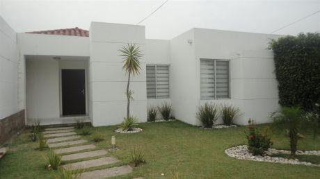Casa En Venta, Zona Urubó.condominio Santa Cruz De La Colina