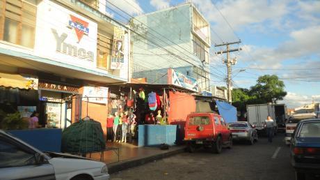 En Venta Casa Como Terreno, Zona Mercado Los Pozos