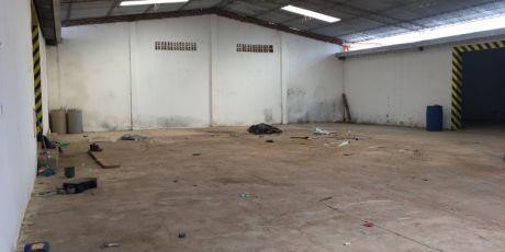 En Zona Comercial GalpÓn  Para Empresa Totalmente Cerrado - Santa Cruz De La Sierra