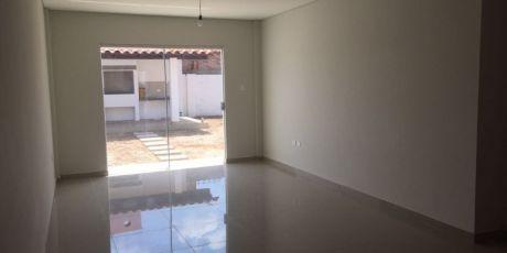 A Estrenar Bonita Casa Y Funcional En Condominio - Santa Cruz De La Sierra