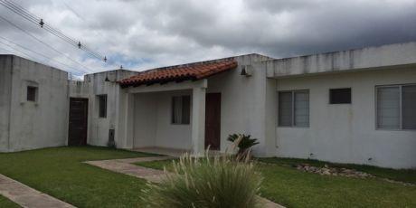Renatta Schaimann Vende: Casa En Esquina En Cond. Sevilla Las Terrazas I - Santa Cruz De La Sierra
