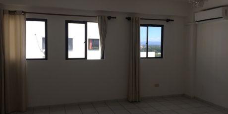 En Condominio Bonito Y Amplio Departamento - Santa Cruz De La Sierra