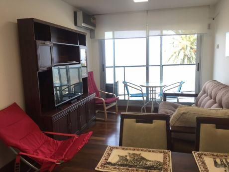 Apartamento En Rambla De Malvín De 1 Dormitorio Y Patio
