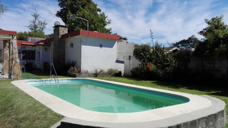 Excelente Casa Con Piscina Climatizada Y Comodidades