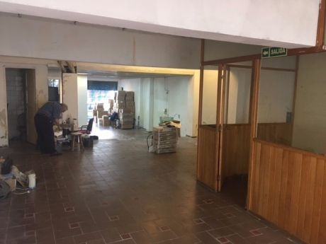 Alquiler Amplio Locala Comercial Centro