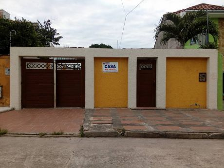 Moreno Bienes Raices Vende Bonita Casa Zona Norte, Del Zoo