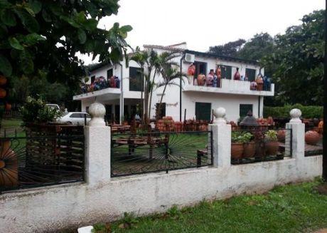 Alfa Inmobiliaria Vende Gran Residencia Con Tereno De 2400 M2 Sobre Avenida Peron A Una Cuada Del Puerto Ita Enrramada