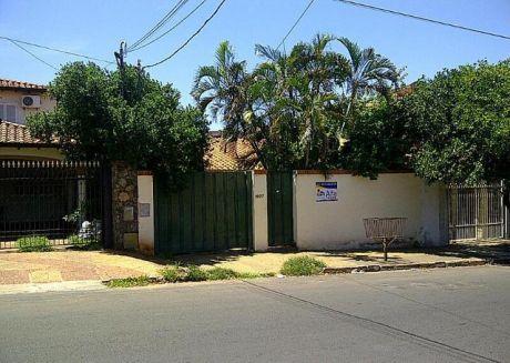 Alfa Inmobiliaria Vende Casa En Asunción Zona Colegio Ysaty (bo Hipodromo)