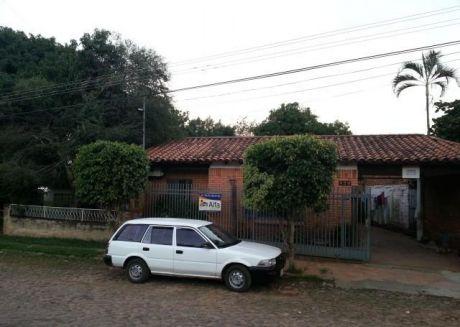 Alfa Inmobiliaria Vende Casa O Solo Terreno 397m2  Zona Mburucuya Barrio Salvador Del Mundo Sobre Overava  Club Independiente