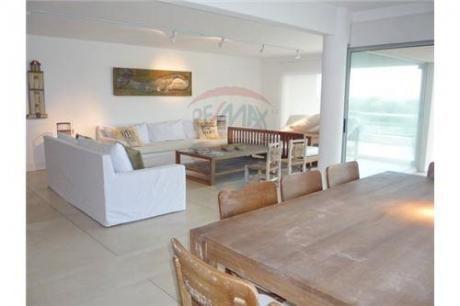 Playa Brava Frente Al Mar,alquiler Dpto, 5 Dorm