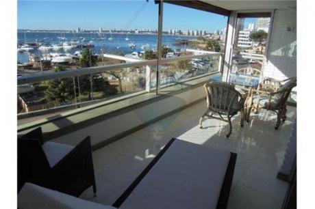 Vista Al Puerto, 3 Suites, Mucama.
