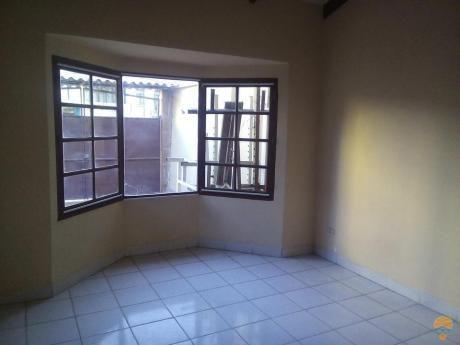 Casa En Alquiler  Ideal Para Pareja Sola Inmediaciones De La Av. Juan De La Rosa Y La Av. Melchor