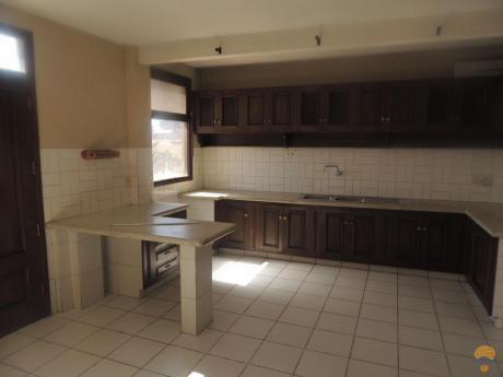 Casa Independiente En Alquiler Inmediaciones Av. Victor Ustariz Km4