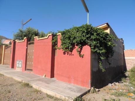 Vendo Casa  Sobre 350 Mts, Sector Botella De Pepsi Sacaba Km 6
