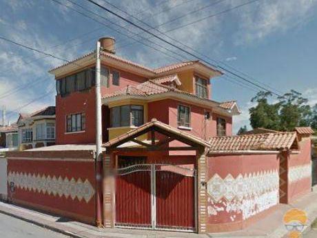 Vendo Casa De 3 Pisos  Zona Seminario