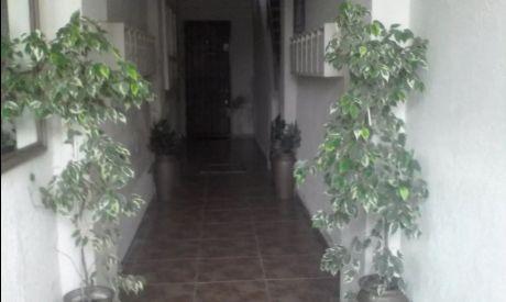 Apto De 1 Dormitorio Contrafrente De 36 Mts En 1° Piso Por Escalera.