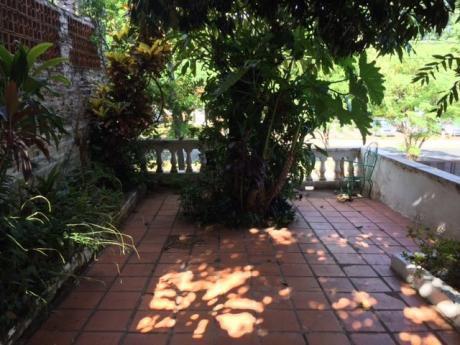 Casa Sobre La Calle Luis M. Arga