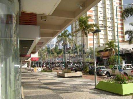 Kosak, Punta Del Este, Local Comercio - Estudio- La Mejor Ubicación