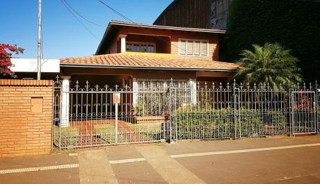 Alquilo Casa En El Centro De EncarnaciÓn.