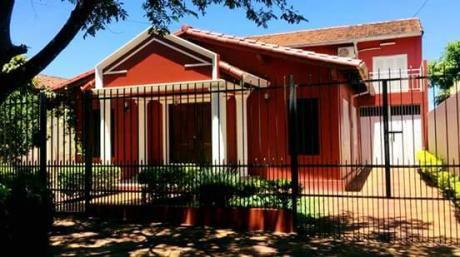 Alquilo Casa Con Piscina En Barrio Buena Vista.
