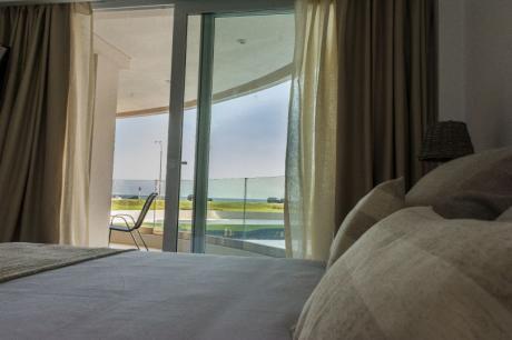 Apartamento Luminoso Frente Al Mar En Pta Del Este, Parada 40 De La Mansa