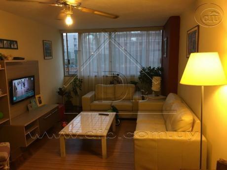 Apartamento Tres Dormitorios Luminoso A Metros De La Rambla .