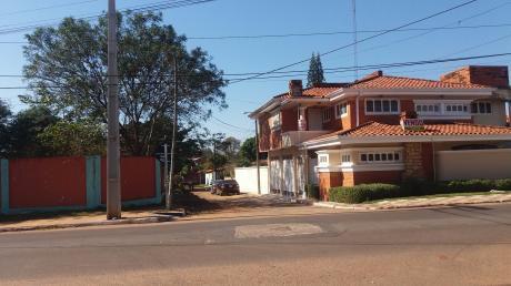 Vendo Casa En Esquina ( Fdo Zona Norte) Con Piscina