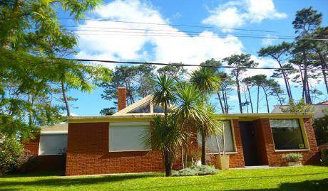 Punta Del Este. Hermosa Casa En Pinares. Muy Cerca Del Mar.