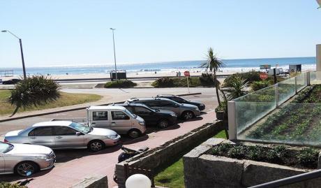 Hermoso Apartamento Frente Al Mar. Excelente Ubicación !!!