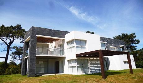 Alquiler anual de casas en punta del este for Casa minimalista uy