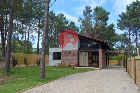 Casa En Punta Colorada ( Ref 440 )