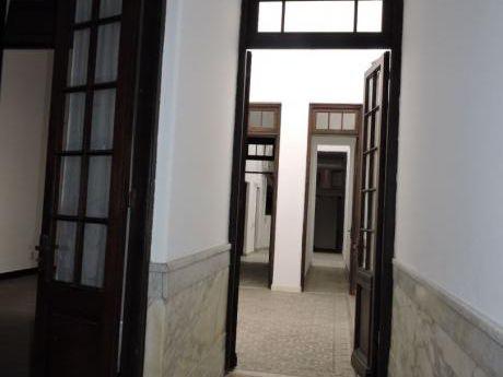 Con Renta!!! Casa 3 Dormitorios, 2 Baños, Recién Reciclada - Prado