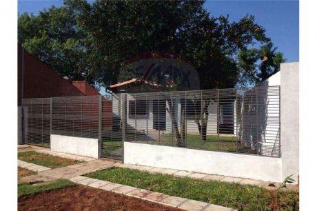 Moderna Casa En El Centro De Villa Elisa