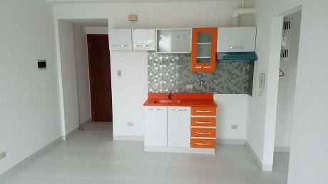 Departamento En Alquiler De 1 Dormitorio Zona Udabol.