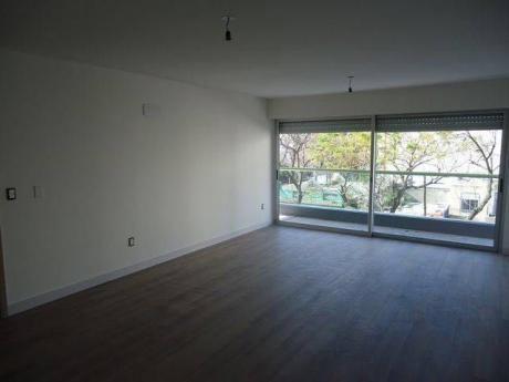 Apartamento Con Vista Lateral Al Mar. Excelentes Terminaciones.