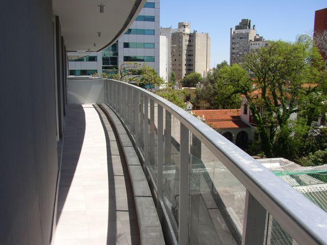 Edificio Moderno Con Vista Al Mar Y  Al Parque. Con Renta