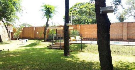 Vendo Casa Con Patio Grande En Condominio Cerrado. Zona Pinedo.