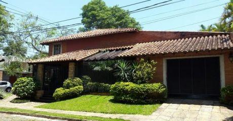 Vendo Residencia Zona Club Centenario