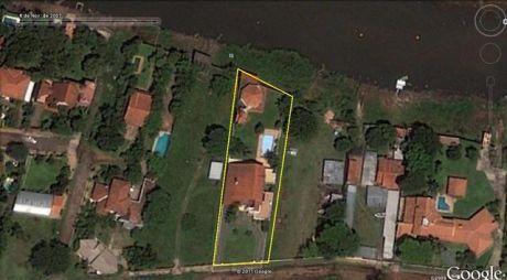 Mansion Sobre El Rio Paraguay Usd 1.100.000