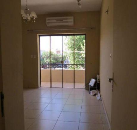 Hermosa Casa De Dos Pisos 3 Dormitorios, Garage P/ 4 Vehiculos.