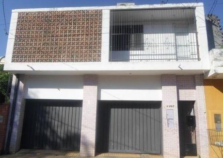 Hermosa Casa 3 Pisos. Con 4 Dmts. Mas 1 Departamento De 1dmt. Dos Cocheras A Control Remoto.
